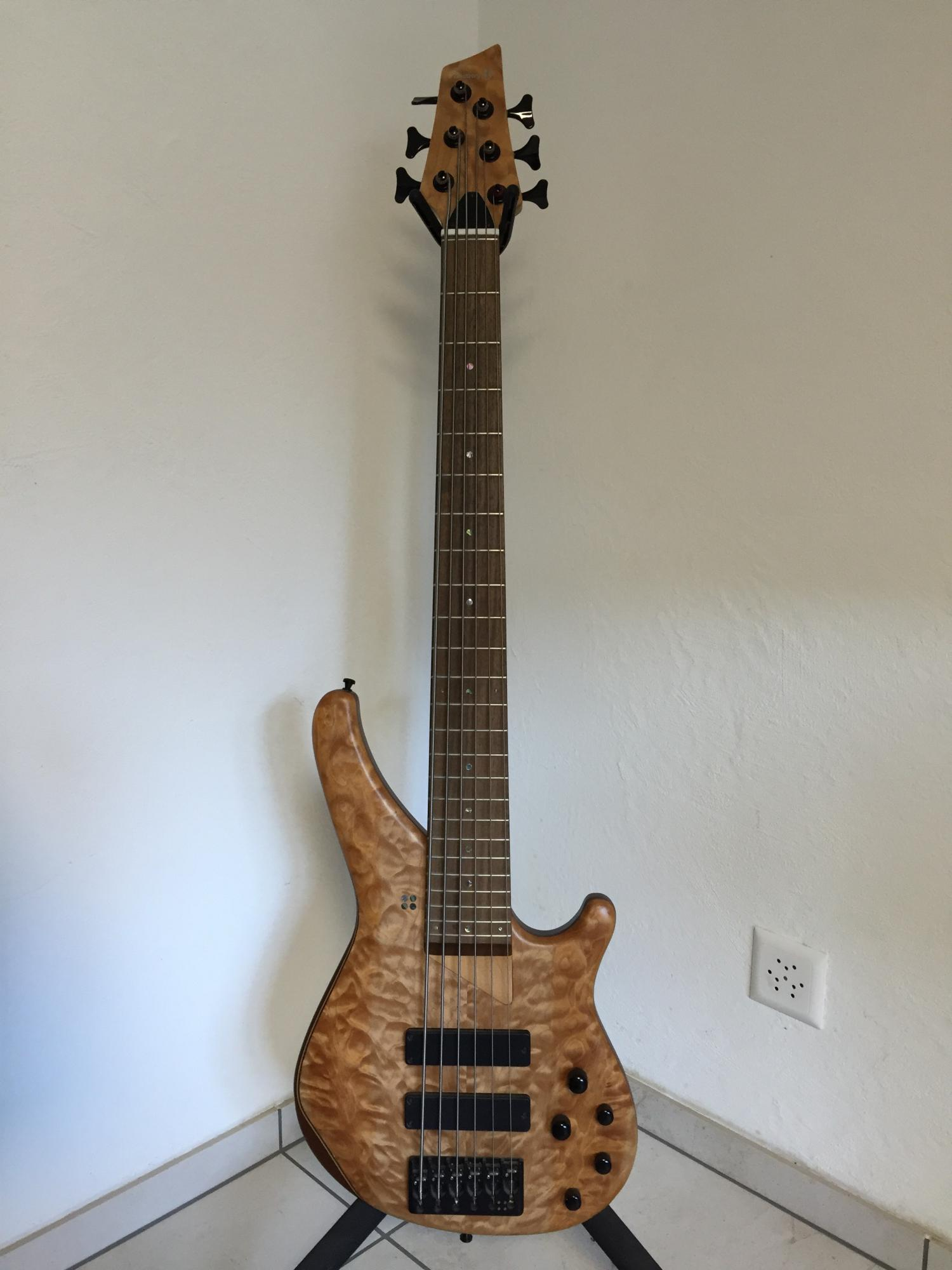 Sandberg Custom 6-string Quilted Maple